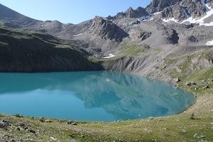 Au pied de la Font Sancte à 2415m, le lac glaciaire de Ste Anne