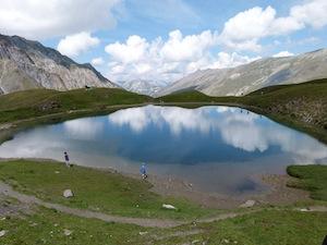 Spiegelungen im See Clausis in 2441 m