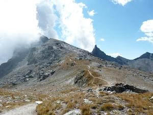 Le col de Saint-Véran entre le Queyras et le Val Varaita en Italie