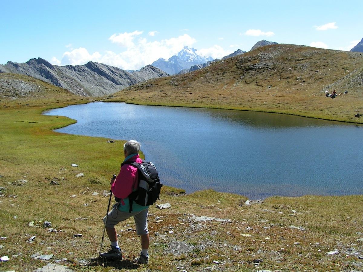 Le lac Chalantiès sous le col St Martin à Abriès