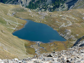 Il lago Egorgéou (2394 m) visto dal colle Vieux a Ristolas