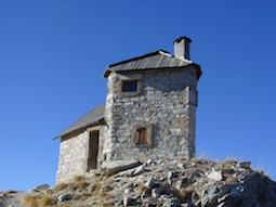 Poste optique de la crête des Chambrettes , construit en 1899, à 2580m d'altitude