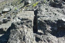 Carrière de marbre vert, exploitée jusqu'à la fin du xix° siècle, sous le col Sud du Cristillan
