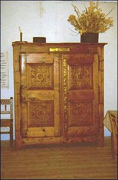 Der Schrank mit acht Schlössern in Château-Ville-Vieille