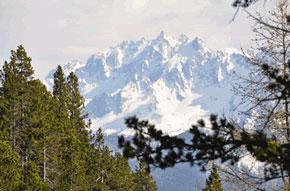 La montagne de la Font-Sancte à la limite des Hautes Alpes, vue depuis le col d'Izoard