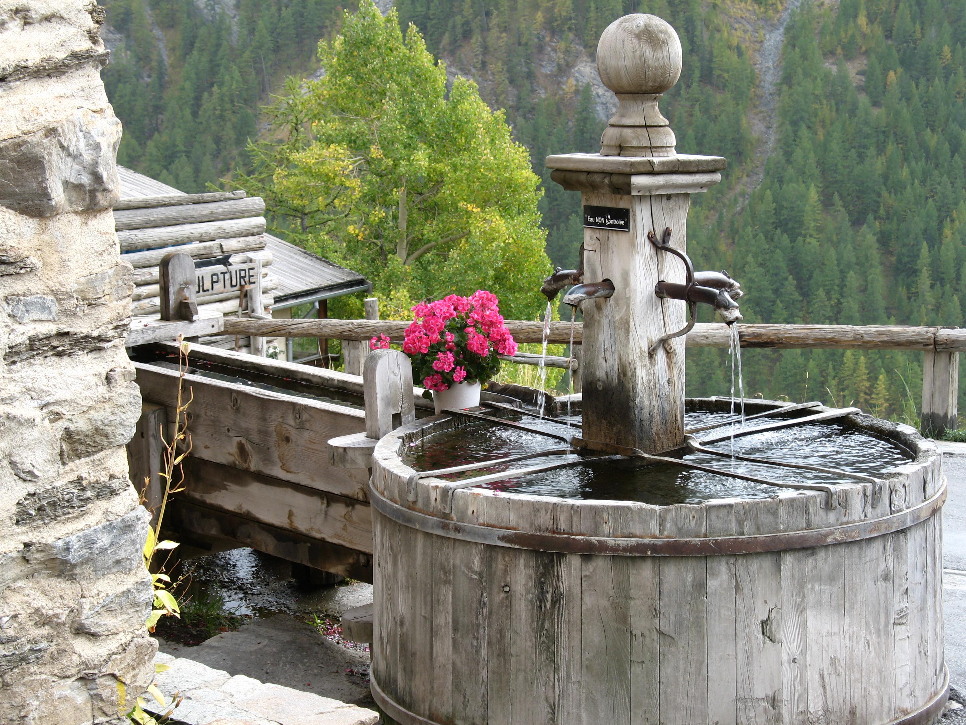 Une des fontaines de Saint-Véran