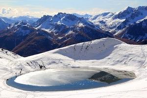 Le Lac de Souliers(2492 m), joli lac de montagne à Château-Ville-Vieille (Queyras)