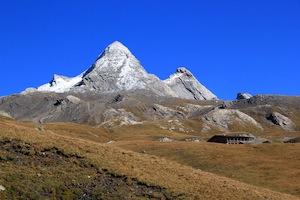 Le Pain de sucre à Ristolas (Queyras) et le Pic d'Asti, deux montagnes à la frontière des Hautes Alpes avec l'Italie