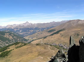 La vue depuis le pic de Cascavelier à Saint-Véran. Au loin le Mont Viso.