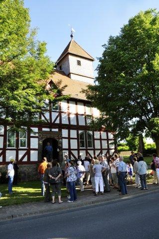 Devant le temple de Carlsdorf (Hofgeismar)