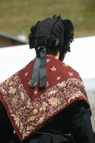 Costume traditionnel du Queyras - Châle et bonnet