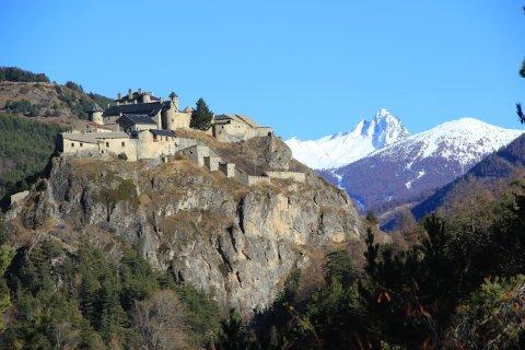 Die Burg Queyras und der Berg Bric Bouchet im Queyras
