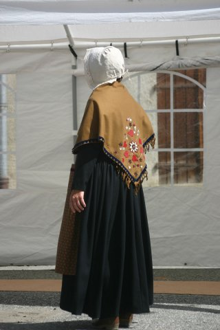 Costume traditionnel du Queyras - Gounelle, châle et bonnet