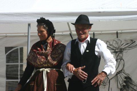 Traditionelle Trachter des Queyras - Mann und Weib