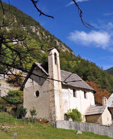 Die Kirche vom Weiler Veyer am Rand des Flusses Guil (Arvieux, Queyras)
