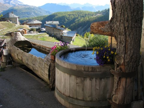 Fontaine de Souliers à Château-Ville-Vieille (Queyras)