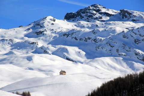 Neige à la chapelle de Clausis à Saint-Véran (Queyras, Hautes Alpes)