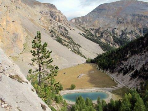 Pra Premier à Arvieux, un ancien lac glaciaire comblé, vu depuis la via ferrata