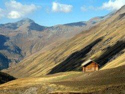Uno chalet nella montagna
