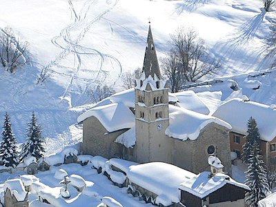 Il villaggio di Abriès nascosto sotto la neve