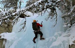 Aiguilles-en-Queyras : la cascade de glace