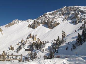 Casse-Déserte l'hiver, sur la route du col d'Izoard à Arvieux (Queyras), transformée l'hiver en piste de ski de fond