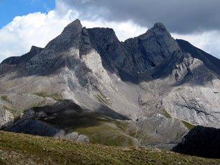 Le col Agnel à Molines en Queyras, col routier entre les Hautes Alpes et l'Italie