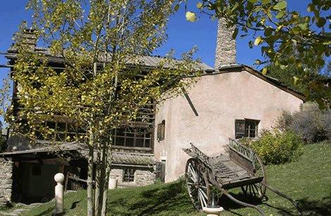 Le musée du soum dans la plus ancienne maison de Saint-Véran (Hautes Alpes)