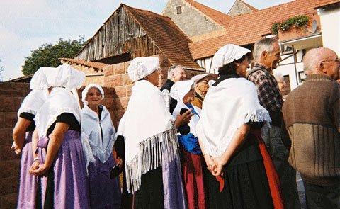 Les femmes ont sorti les costumes de leurs aïeules pieusement conservés dans leurs armoires.