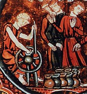 Vasaio medievale con il suo tornio a bastone. I suoi visitatori ne ammirano la produzione..