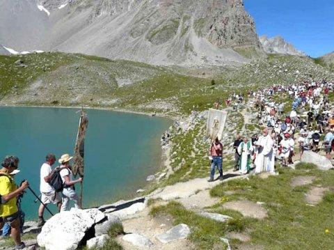 L'arrivée des bannières au lac Sainte-Anne