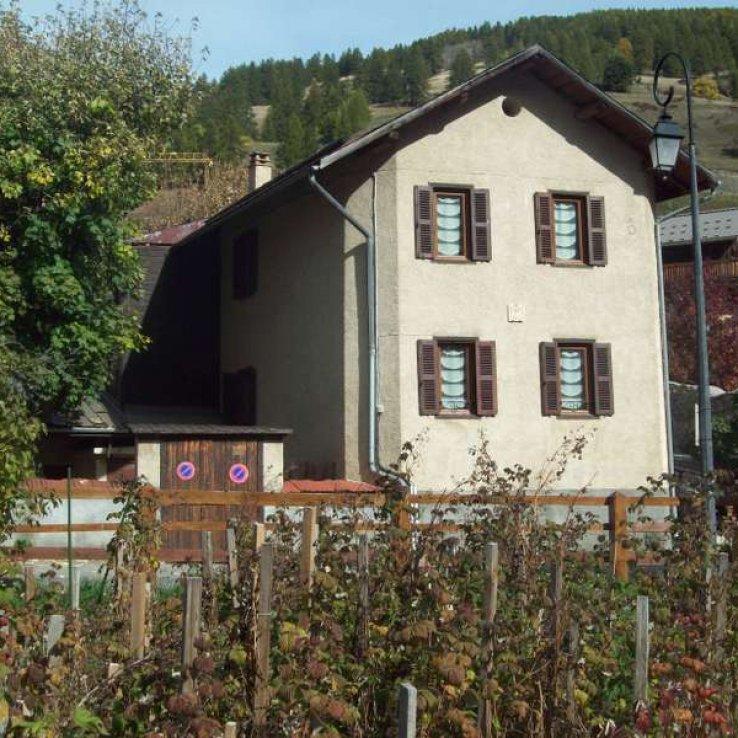 Maison à louer à Abriès avec 2 appartements séparés