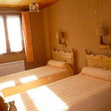 La chambre 2 de l'appartement les Jonquilles 4 personnes à Saint-Véran