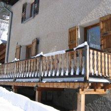 entrée du logement avec balcon