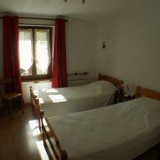 Chambre 2 lits séparés - Appartement à louer à Abriès