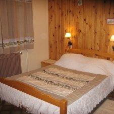 Chambre lit double avec salle d'eau (1)
