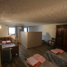 Chambre avec 5 lits