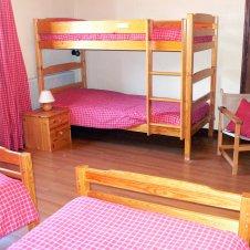 Chambre avec 4 lits d'1 personne