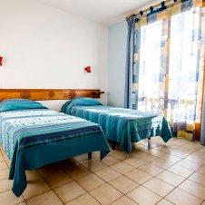 Chambre 2 avec deux lits simples de la Pointe du Jour, appartement 8836 pour 6 personnes