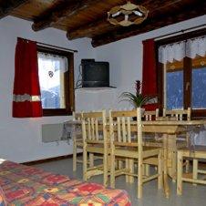 L'appartement est équipé de tout le confort avec entre autre, lave-linge, lave-vaisselle, micro-onde, télévision, lecteur DVD, Accès WIFI libre ...