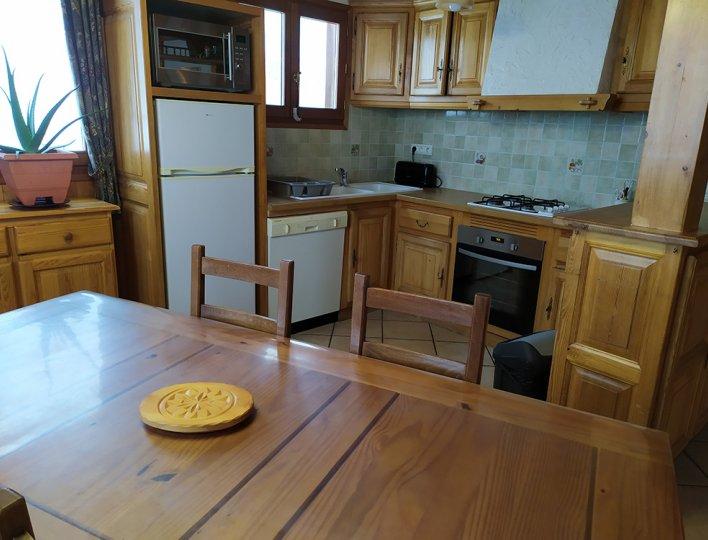 La salle à manger et la cuisine toute équipée