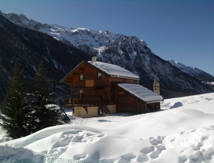 Le chalet en hiver à proximité des pistes de ski nordique