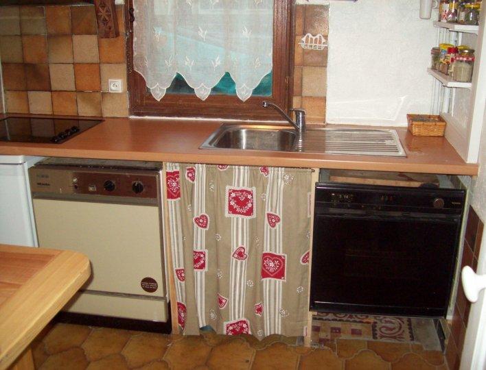 Cuisine dans appartement à louer dans maison à Abriès