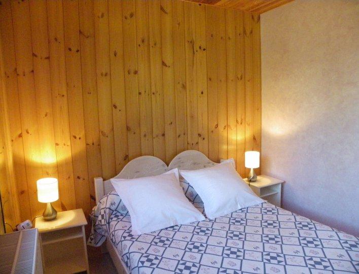 Chambre avec lit en 140 du Lou Djara