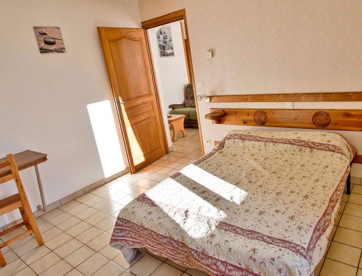 Chambre avec lit double de la Pointe du Jour, appartement 8837 pour 4 personnes