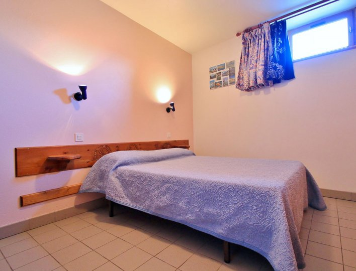 Chambre avec lit double de la Pointe du Jour, appartement 8838 pour 4 personnes