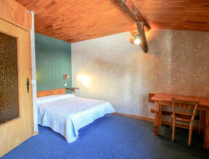 Chambre avec un lit double du Chatelet, maisonnette indépendante 8835 pour 5 personnes