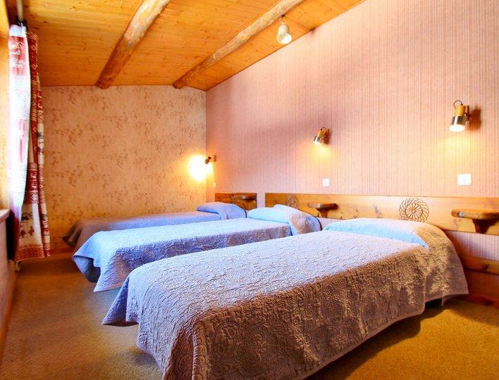 Chambre avec deux lits simples du Chatelet, maisonnette indépendante 8835 pour 5 personnes